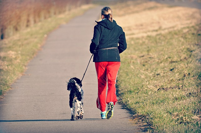 Žena behá so psom.jpg